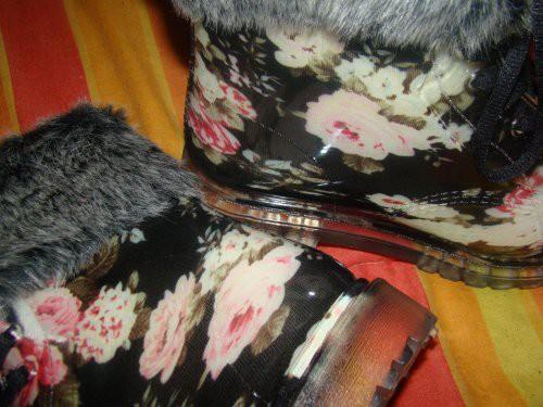 Gevavi Gummistiefelette mit Blumenmuster